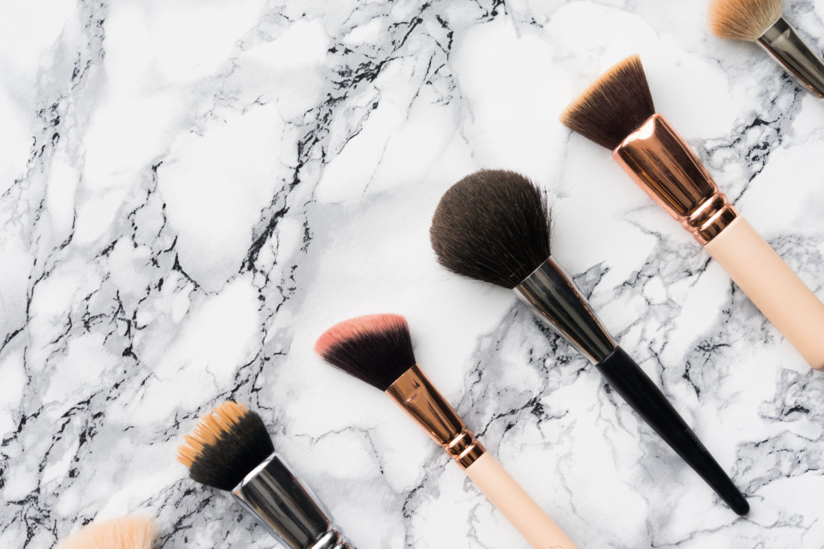How to Wash Makeup Brushes with Dish Soap - beuatybrainsblush.com