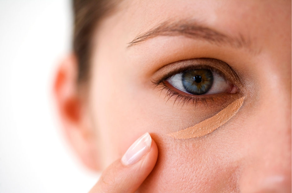 The Ultimate Guide to Concealer! Everything you need to know about concealer, from using it to contour to covering blemishes, all in one spot. There is some really useful information here!